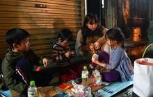 Đêm giáp Tết ấm áp với những món quà ý nghĩa của các bạn học sinh cấp 3 tới người lao động nghèo