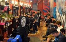 Salon tóc và dịch vụ làm móng, làm mi đông đúc chiều 29 Tết