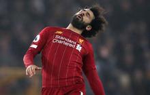 """""""Vua Ai Cập"""" Salah bị CĐV Liverpool """"ném đá"""" tơi bời dù đội nhà giành chiến thắng hú vía"""