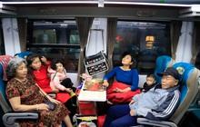 Chuyến tàu cuối cùng của năm Kỷ Hợi rời ga Hà Nội trong cơn mưa tầm tã