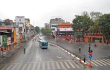 Ảnh: Nhà nhà tiễn năm cũ, đường phố Hà Nội vắng vẻ lạ thường ngày 30 Tết