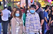 Đón Giao Thừa vẫn ngừa virus corona: Người Sài Gòn đeo khẩu trang dạo đường hoa Nguyễn Huệ