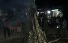 Kéo bóng đèn đón giao thừa, 2 người bị giật chết và bị thương