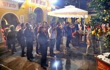 Hàng trăm người Hà Nội đổ về chùa Quán Sứ làm lễ, xin lộc sau giao thừa