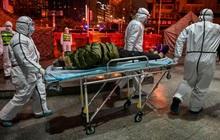 Lại thêm người chết vì virus Vũ Hán: 56 người thiệt mạng, gần 2000 ca nhiễm bệnh, đồ bảo hộ cho bác sĩ thiếu hụt trầm trọng