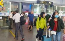 Một du khách Trung Quốc được cách ly khi vừa xuống sân bay Đà Nẵng vì bị sốt cao