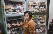 """Đầu năm, dân mạng phát... """"hãi"""" trước tủ lạnh của Ngoại đầy ắp đồ ăn, túi lớn nhỏ chồng chất như tích trữ cho """"tận thế"""""""