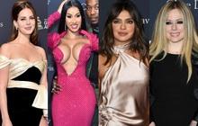 """Thảm đỏ tiền Grammy 2020: Cardi B gây sốc với màn """"đụng chạm"""" vòng 1 nhức mắt, Avril Lavigne và Hoa hậu Thế giới đọ sắc khốc liệt"""