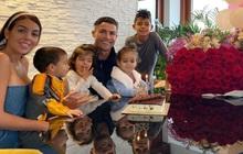 """Georgina nhận một """"núi hoa"""" từ Ronaldo trong ngày sinh nhật, lại còn được mẹ của CR7 có hành động ưu ái hơn hẳn cô """"người cũ"""" Irina Shayk"""