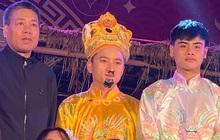 """Hết làm chàng trai đệm đàn ở Nhà thờ, Phan Mạnh Quỳnh lại biến thành """"Ngọc Hoàng"""" gọi Táo chầu trời tại quê nhà, nhìn dễ thương muốn xỉu!"""