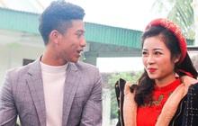 Cập nhật từ nhà Văn Đức: Ngôi sao ĐT Việt Nam bảnh bao cùng vợ xinh đẹp đón khách đến mừng đám cưới