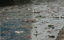 Hà Nội: Rác thải ngập ngụa sông Tô Lịch sau những ngày nghỉ Tết