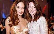 """Lộ ảnh nữ thần Anne Hathaway đẹp xuất sắc thuở chưa """"bung xõa"""", ai dè... bị Angelina Jolie """"đè bẹp"""" trong 1 khung hình"""