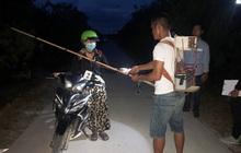 Dùng kích điện chặn đường cướp tài sản phụ nữ chở theo con nhỏ giữa ban ngày