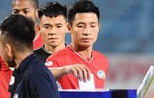 Cầu thủ Việt Nam đồng lòng hướng về miền Trung: Dành 1 phút mặc niệm những người đã mất vì lũ lụt, quyên góp trước trận đấu