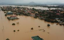Trường Đại học hỗ trợ 10 triệu đồng cho mỗi sinh viên quê vùng lũ lụt