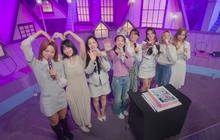"""Tròn 5 năm debut, TWICE mở buổi live đặc biệt: Jeongyeon vắng mặt, các thành viên không ngại spoil ca khúc mới khiến fan """"sướng rơn"""""""