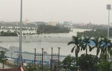 Sân đấu V.League ngập tới nửa khung thành như bể bơi khổng lồ, trận Hà Tĩnh - Viettel bị thách thức