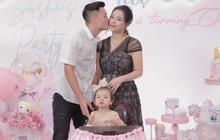 Bùi Tiến Dũng tổ chức sinh nhật cho con gái, hành động ôm hôn thắm thiết bà xã giật trọn spotlight!