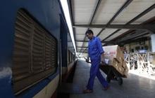 Đường sắt Việt Nam vận chuyển hàng hóa miễn phí vào miền Trung ngay sau khi thông đường