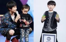 Top 1 Weibo: Em trai 7 tuổi của Dịch Dương Thiên Tỉ trở thành người trẻ nhất thế giới lập kỷ lục bịt mắt chơi rubik