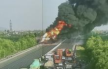 Xe chở dầu bốc cháy dữ dội trên cao tốc Hà Nội - Hải Phòng