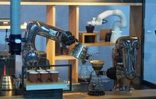 Người Việt lần đầu tiên được trải nghiệm robot pha cà phê