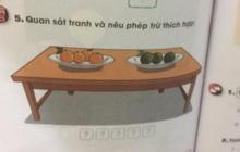 """Bài Toán lớp 1 gây tranh cãi: """"Cho 4 cam chín, 3 cam xanh. Hỏi điền phép trừ nào hợp lý?"""""""