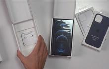 """Apple có pha xử lý """"đi vào lòng đất"""": Bán iPhone 12 tại Pháp tặng kèm tai nghe nhưng lại có hộp riêng to ngang hộp điện thoại"""