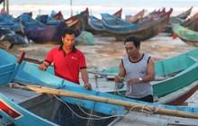 Chuyện lạ chưa từng có trong lũ lịch sử ở Quảng Bình: Thuyền đi biển lên đồng bằng cứu nạn
