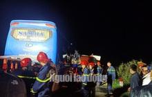 Xe khách tông vào đuôi xe tải, 15 người thương vong