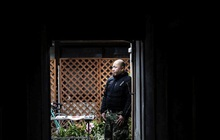 """Cuộc sống bế tắc của """"thế hệ mất mát"""" ở Nhật Bản: Đã đến tuổi trung niên mà vẫn còn thất nghiệp, độc thân và sống với bố mẹ"""