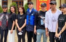 Lan Ngọc và Chi Dân bất ngờ xuất hiện chung, đồng hành với ST, Trương Quỳnh Anh đến miền Trung để cứu trợ bà con