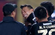 Cựu tuyển thủ Việt Nam bị đàn em ở Hà Nội FC trêu chọc vì câu giờ lộ liễu trong trận thắng hú vía
