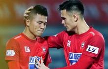Hậu vệ Hải Phòng hai lần khóc nức nở trong trận đấu không dành cho người yếu tim ở V.League
