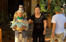Cụ ông 98 tuổi mua 3 tấn gạo gửi đồng bào vùng lũ