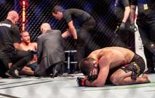 """Xúc động khoảnh khắc """"Độc cô cầu bại"""" Khabib gục xuống sàn đấu khóc nức nở sau khi phải nén nỗi đau mất cha để thi đấu"""