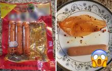 Thử lột lớp vỏ món xúc xích ăn liền Trung Quốc, dân mạng phát hiện sự thật rùng mình