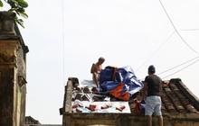 Ảnh: Trước giờ bão số 9 đổ bộ, người dân Hội An tất bật chằng chịt nhà cửa, sơ tán đến nơi an toàn