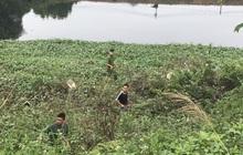 """Hàng trăm người dân, công an và thân nhân đang lội sông tìm kiếm nữ sinh Học viện Ngân hàng: """"Đoạn đường nữ sinh mất dấu vết đã 3 hôm không có điện"""""""