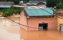 Nhiều nơi ở Kon Tum chìm trong biển nước, quốc lộ bị nứt toác, sạt lở khiến giao thông tê liệt