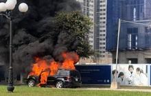 Hà Nội: Xe ô tô hạng sang Mercedes GL450 bất ngờ bốc cháy chỉ còn lại khung sắt