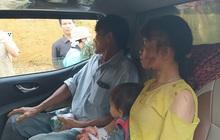 Người thoát chết khỏi vụ sạt lở ở Trà Leng kể lại thời khắc cả quả đồi đổ ập xuống làng, đau đớn vì người thân vẫn còn mất tích