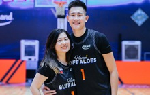"""Bạn gái vượt hơn 1000 cây số tới sân cổ vũ, trai đẹp Hanoi Buffaloes lập kỷ lục cá nhân trong ngày """"thắng ngược"""" Danang Dragons"""