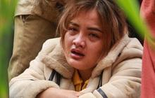 Ảnh: Dân làng khóc nghẹn khi tìm thấy bé trai 10 tháng tuổi dưới lớp bùn đất vụ sạt lở ở Trà Leng