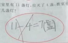 """Người mẹ chắc nịch """"11 - 4 = 7"""" là đúng, đến khi giáo viên giải thích đành ngậm ngùi thừa nhận tính sai"""