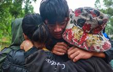 Ảnh: Những thứ còn sót lại dưới đống hoang tàn ở vụ sạt lở Trà Leng sau 48 giờ tìm kiếm