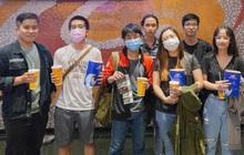 Giới trẻ Sài Gòn, Hà Nội tưng bừng dự offline xem CKTG 2020, chờ SofM viết nên lịch sử
