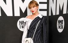"""Taylor Swift vừa dự lễ trao giải âm nhạc quy mô nhỏ, vừa """"giơ ngón tay thối"""" đầy thách thức như thể đang """"cà khịa"""" Grammy đấy à?"""