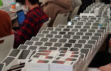 200 hành khách bị cách ly do virus Covid-19, Nhật Bản ra tay phát 2000 iPhone miễn phí để trợ giúp